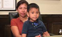 Lilian Martínez y a su hijo Wanner, ahora respiran tranquilos. (Foto: Marcelino Benito/CBSNews)