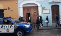 El 9 de abril, las fuerzas de seguridad efectuaron varios allanamientos en Sacatepéquez, en seguimiento a un caso de corrupción en la municipalidad de San Miguel Dueñas. (Foto Prensa Libre: Cortesía PNC)