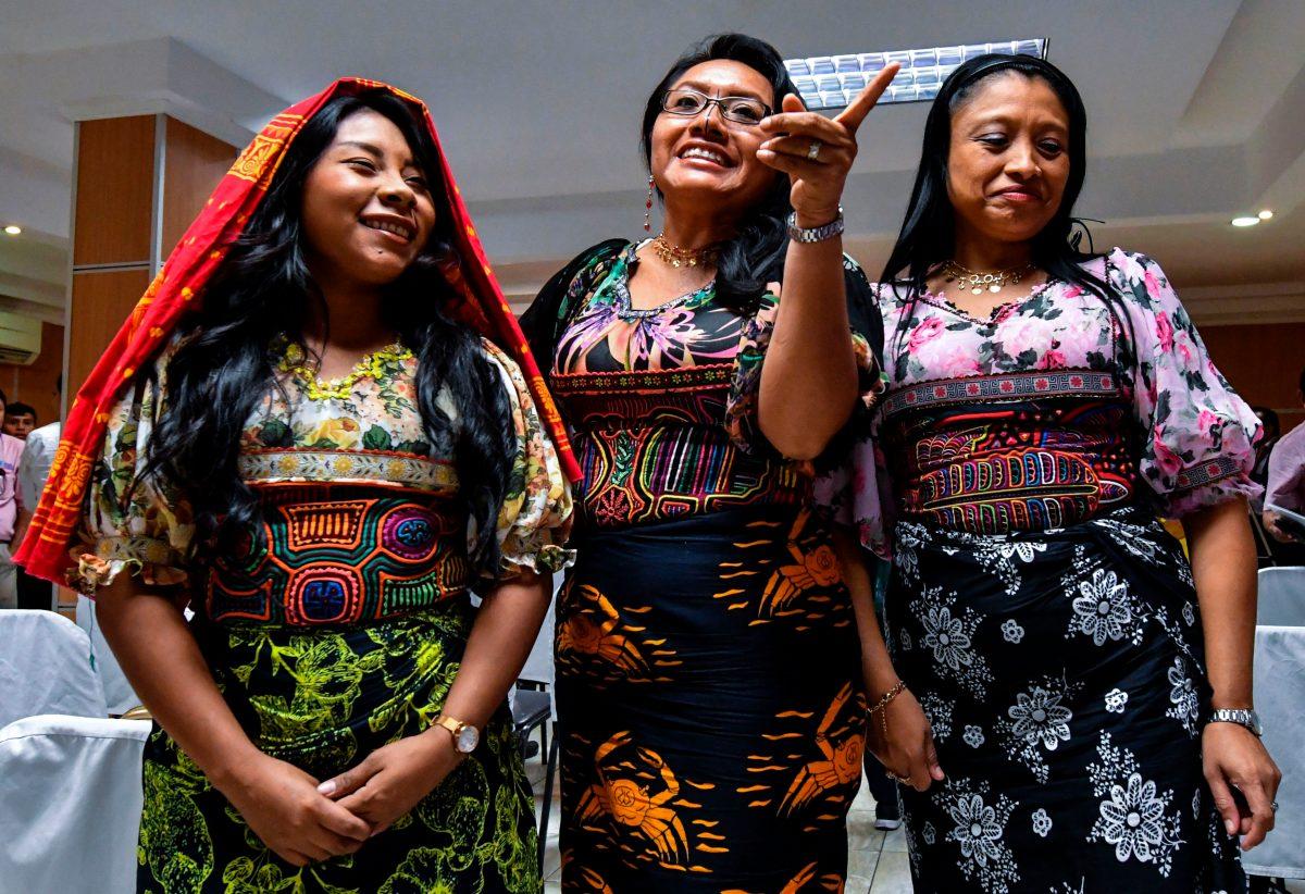 """""""Están pirateando"""": Indígenas exigen a Nike una indemnización por uso de su arte textil"""