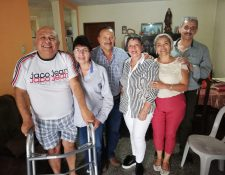 Tres de las parejas de esposos que integran SED luego de una planificación de trabajo en favor de la educación. (Foto Prensa Libre: Oscar Fernando García).