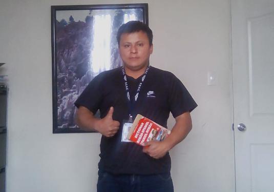 Pedro Perebal estudia cuatro horas diarias otros idiomas. (Foto Prensa Libre: Cortesía).