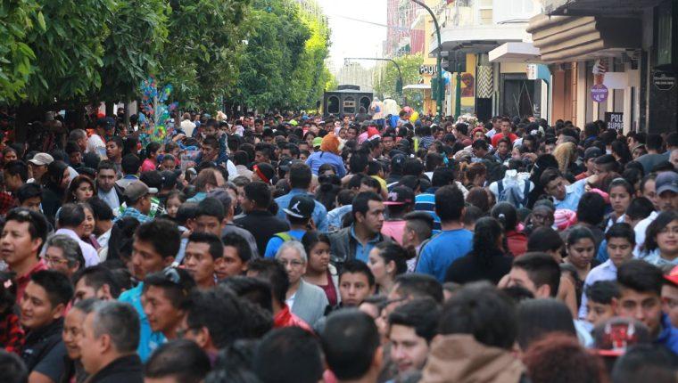 Buscan ampliar acceso de seguros a segmentos no bancarizados o que no pueden cubrir dichos servicios. (Foto, Prensa Libre: Hemeroteca PL).