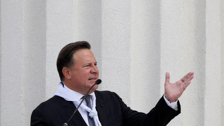 El presidente de Panamá, Juan Carlos Varela, pronuncia un discurso como parte de la ceremonia de los preparativos de seguridad para las elecciones presidenciales panameñas del próximo domingo. (Foto Prensa Libre: EFE)