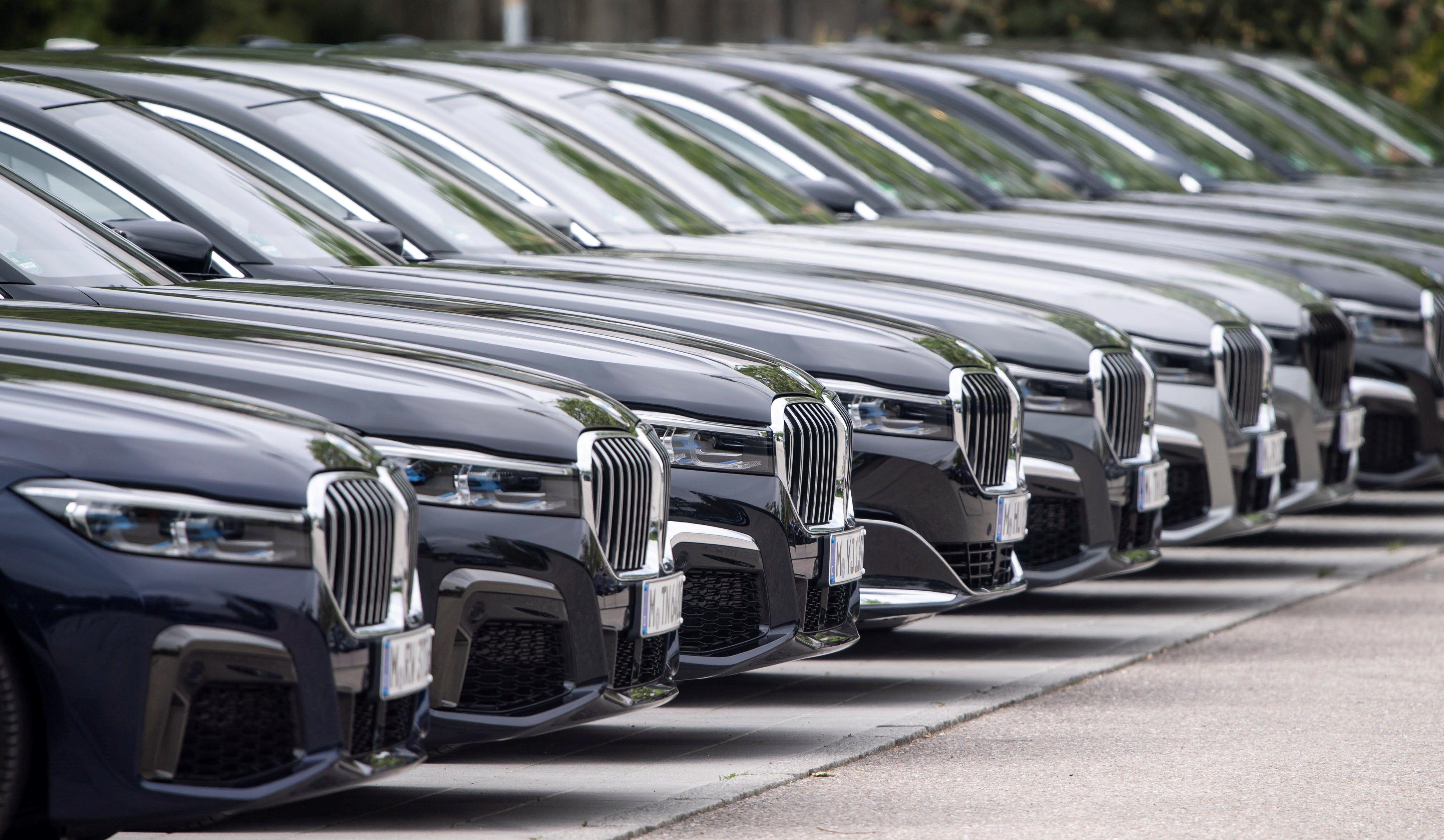 Donald Trump responsabiliza del declive del automotor de EE. UU. por competencia desleal extranjera. (Foto Prensa Libre: EFE)