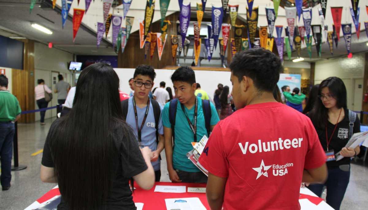 Ofrecen la oportunidad de estudiar en el extranjero