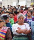 Mujeres escuchan relatos sobre muertes maternas en el Hospital Nacional de Uspantán, Quiché. (Foto Prensa Libre: Héctor Cordero)