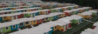 Por el momento las viviendas carecen de energía eléctrica y las familias tienen que tramitar ese servicio. (Foto Prensa Libre: Carlos Paredes)
