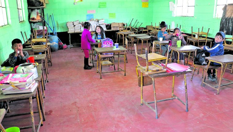La cobertura educativa y la calidad con la que se imparte es un desafío para cualquiera que gobierne el país. (Foto Prensa Libre: Hemeroteca PL)