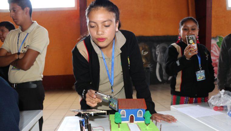 Karla Tzunúm espera crear su propia compañía de energía solar.  (Foto Prensa Libre: Héctor Cordero).