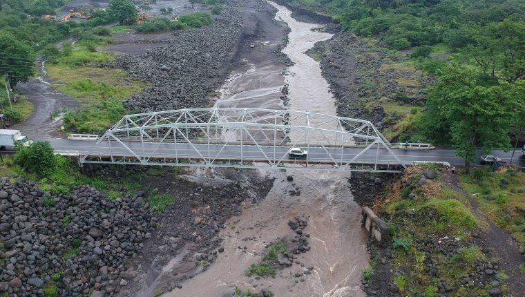El paso por el puente Carlos Castillo Armas estará cerrado durante el sábado y domingo, 1 y 2 de junio, por reparaciones. (Foto Prensa Libre: Rolando Miranda)