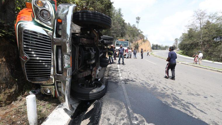 Al menos 10 heridos deja accidente de autobús Tacaná en la ruta Interamericana. (Foto Prensa Libre: Mynor Toc)