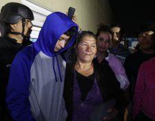 Lee Ramírez Alvarado fue entregado anoche a su familia en Quetzaltenango por agentes antisecuestros de la Policía Nacional Civil. (Foto Prensa Libre: Mynor Toc)