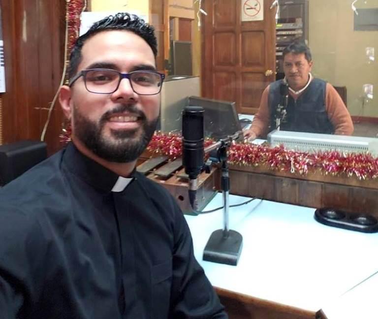 Presbítero Juan José de Abreu anunció en las redes sociales que deja la parroquia de San Bartolomé. (Foto Prensa Libre: Cortesía)