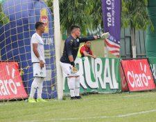 Robín Betancourth terminó el partido contra Guastatoya de portero, tras la expulsión de Javier Irazún. (Foto Prensa Libre: Luis López).