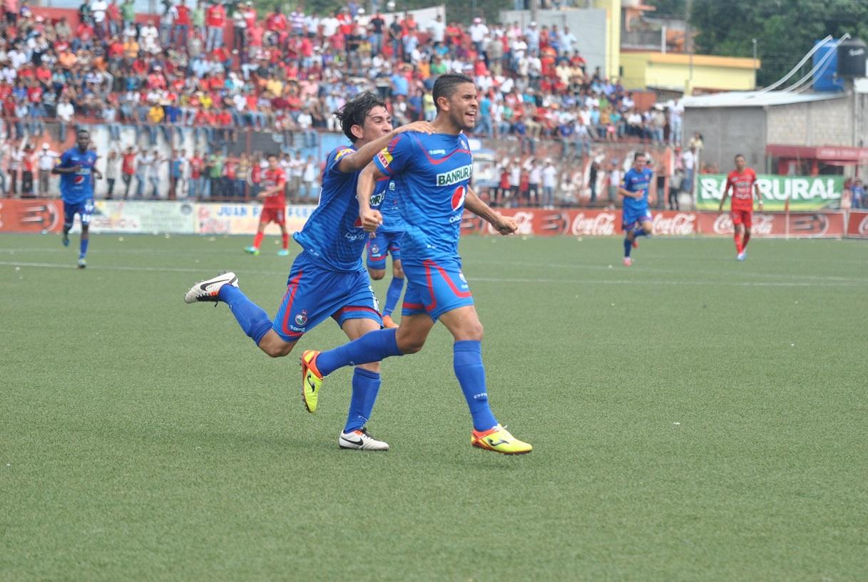 Hessler Archila y Marco Tulio Ciani celebraron el último triunfo de los rojos en Malacatán. (Foto Prensa Libre: Hemeroteca PL)