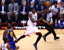 Pascal Siakam (43) de Toronto Raptors, fue vital en la primera final que fue dominado por  su equipo. (Foto Prensa Libre: AFP)
