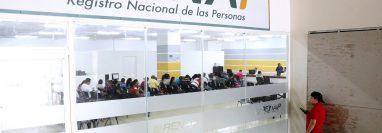 El asueto en el Renap se debe al aniversario del Sindicato del Registro Nacional de las Personas. (Foto Prensa Libre: César Hernández)