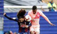 GRAF4193. EIBAR (GIPUZKOA), 19/05/2019.- El defensa del Eibar, Marc Cucurella (i), lucha un balón con el defensa portugués del Barcelona, Nélson Semedo (d), durante el partido de la Liga Santander de fútbol disputado hoy en el estadio de Ipurúa de Eibar (Guipúzcoa). EFE/ Juan Herrero
