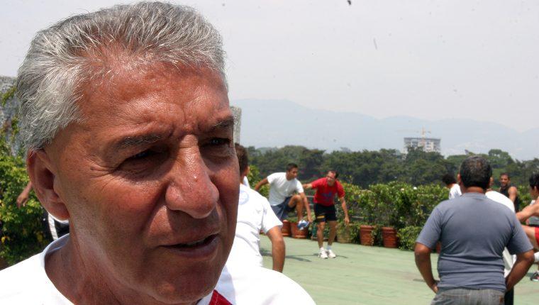 El chileno Sergio Pardo ya no podrá continuar como entrenador de Achuapa, ya que será hospitalizado para el tratamiento de sus problemas cardíacos  (Foto Prensa Libre: Hemeroteca PL)