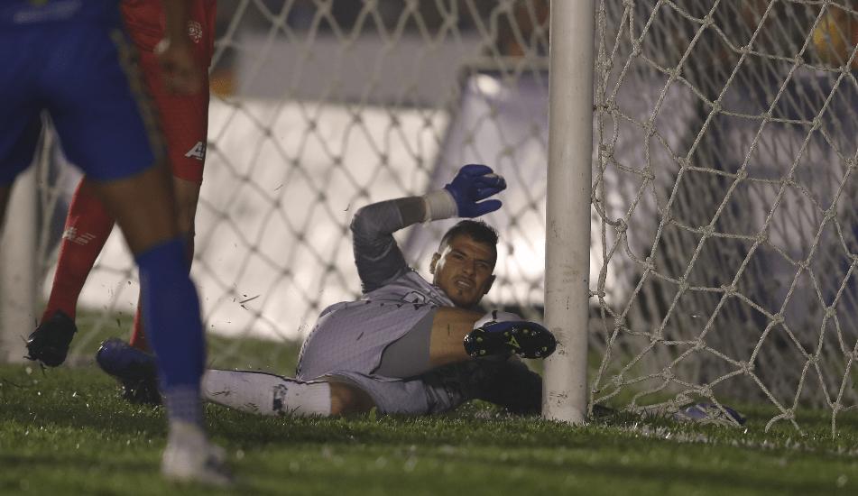 El portero Manuel Sosa fue la gran figura en las series contra Municipal y Cobán Imperial. (Foto Prensa Libre: Francisco Sánchez)