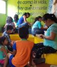 Los niños tienen la opción de participar en talleres de lectura y aprender a través de juegos. (Foto Prensa Libre: Programa MuniEduca).
