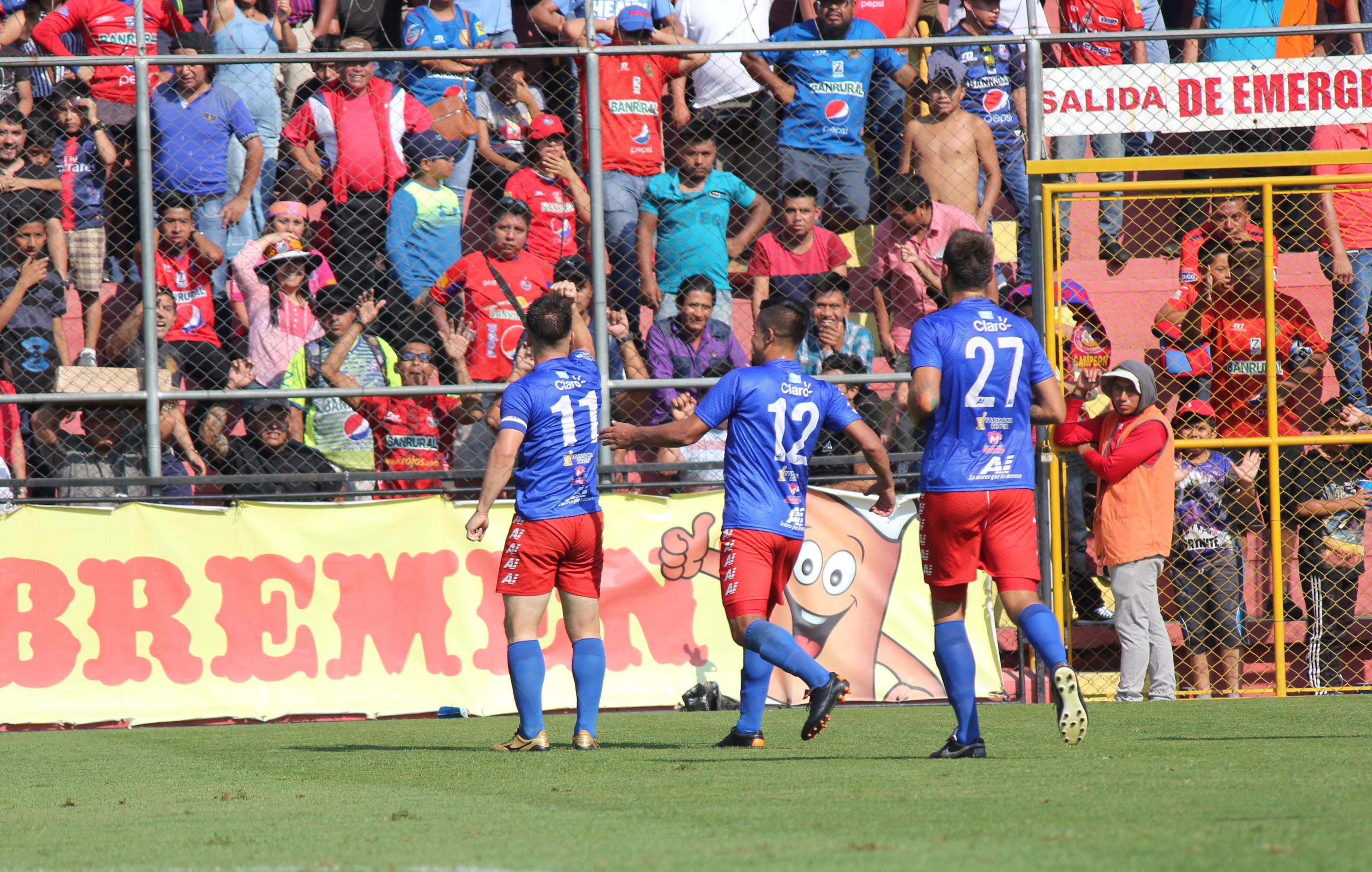 Así festejaron los jugadores de Malacateco. (Foto Prensa Libre)