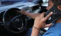 El operador no podrá suspender el servicio telefónico, tanto móvil como fijo, pero sí podrá reducirlo a un plan de comunicación básica según el reglamento. (Foto Prensa Libre: Hemeroteca)