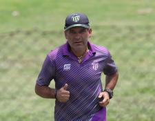 El técnico mexicano Juan Antonio Torres Servín jugará su primera semifinal en el país con Antigua GFC. (Foto Prensa Libre: Francisco Sánchez)