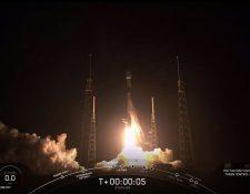 La firma SpaceX busca ofrecer internet de alta velocidad a todo el mundo. (Foto Prensa Libre: AFP)