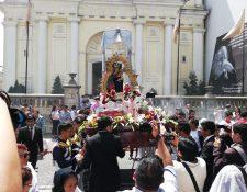 La Virgen del Socorro, durante su recorrido, visitó la Rectoría de Nuestra Señora del Carmen, en la zona 1 (Foto Prensa Libre: Francisco Mauricio Martínez)