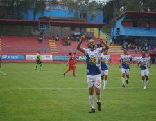 Osmar López celebra el tercer tanto de Deportivo Suchitepéquez. (Foto Prensa Libre: Cortesía Cristián Menéndez)
