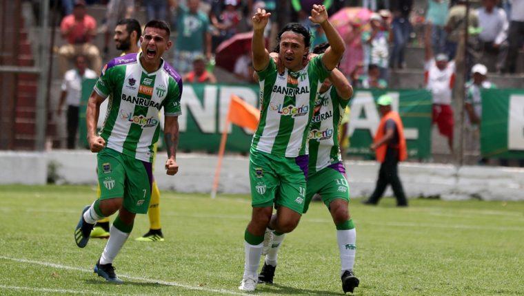 Agustín Herrera sentenció el título de goleo con dos tantos en el partido de la jornada 22 contra Cobán Imperial. (Foto Prensa Libre: Carlos Vicente)