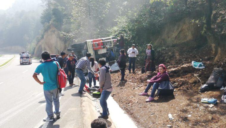El accidente en la ruta Interamericana dejó seis personas heridas. (Foto: Bomberos Municipales Departamentales).