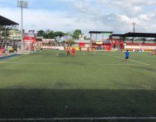 Los jugadores de Deportivo Malacateco ensayaron este sábado desde el punto de penalti. (Foto Prensa Libre: La Red)