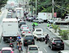 Emetra ha recibido denuncias por daños en retrovisores de vehículos, ocasionados por motoristas.(Prensa Libre: Hemeroteca PL)