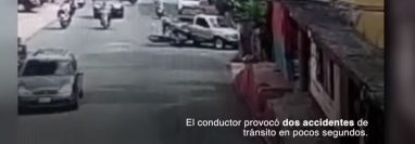 De cuerdo al video, el conductor de este picop atropelló a un motorista y luego a una familia, que viajaba también en moto. (Foto Prensa Libre: Captura de pantalla)