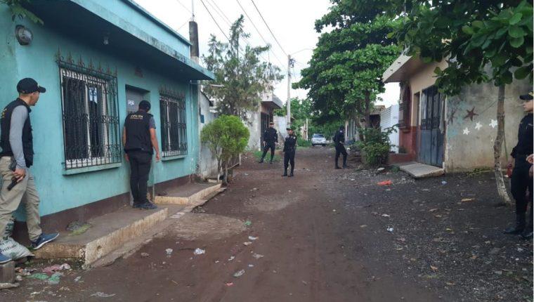 Las autoridades están en varios departamentos realizando las pesquisas. (Foto Prensa Libre: MP)