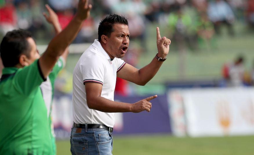 Amarini Villatoro dirigió el sábado el último partido con Guastatoya y ahora espera aclarar su futuro con la Selección. (Foto Prensa Libre: Carlos Vicente).