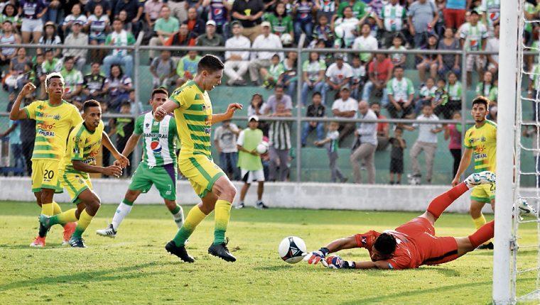 Los equipos deberán jugar siempre con seis nacionales al mismo tiempo. (Foto Prensa Libre: Hemeroteca)