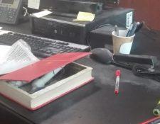 """Las redes sociales compartieron esta imagen del supuesto """"librobomba"""". (Foto del sitio lapoliticaonline.com.mx)"""