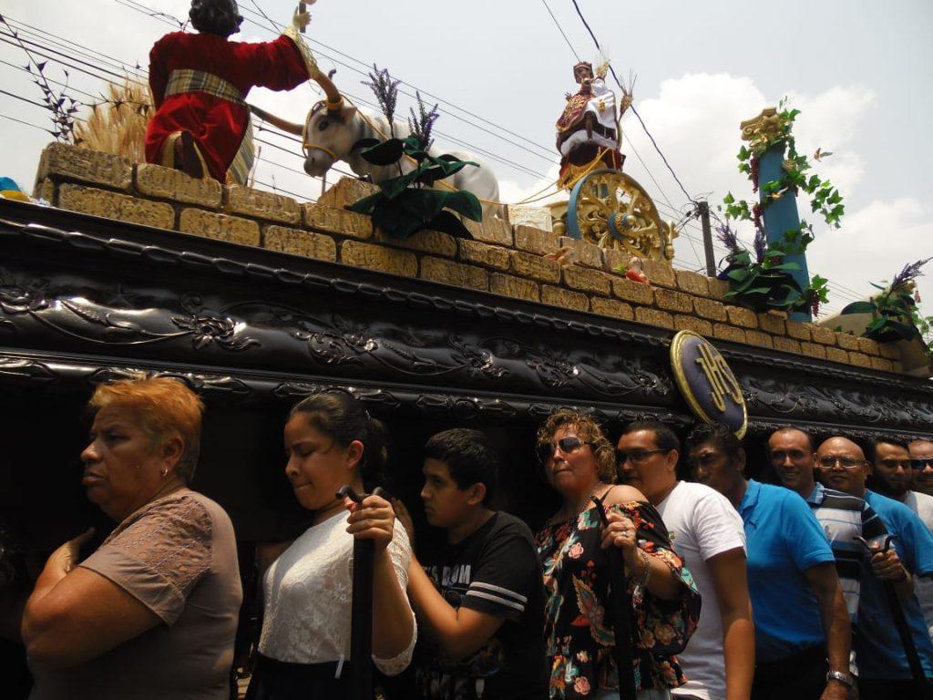 El mensaje de la procesión está basado en el Evangelio según San Mateo y capítulo 13, sobre la parábola del Trigo y la Cizaña. Foto Prensa Libre: Néstor Galicia