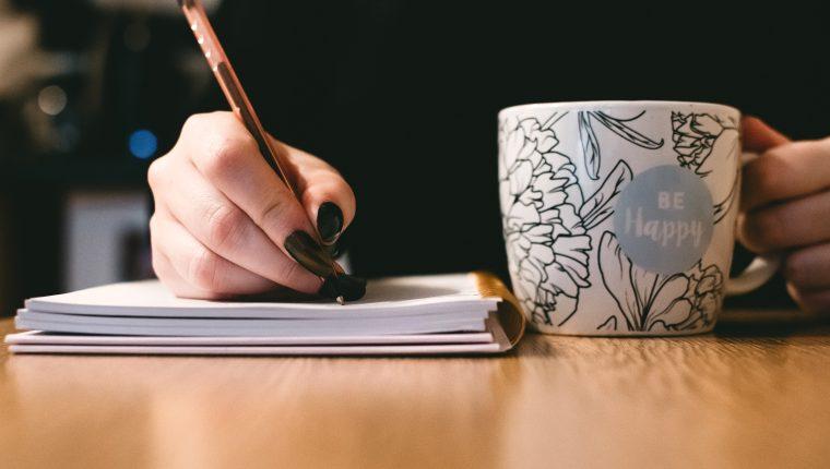 Escribir es una herramienta para sentirse mejor (Foto Prensa Libre: Servicios / Pexels).