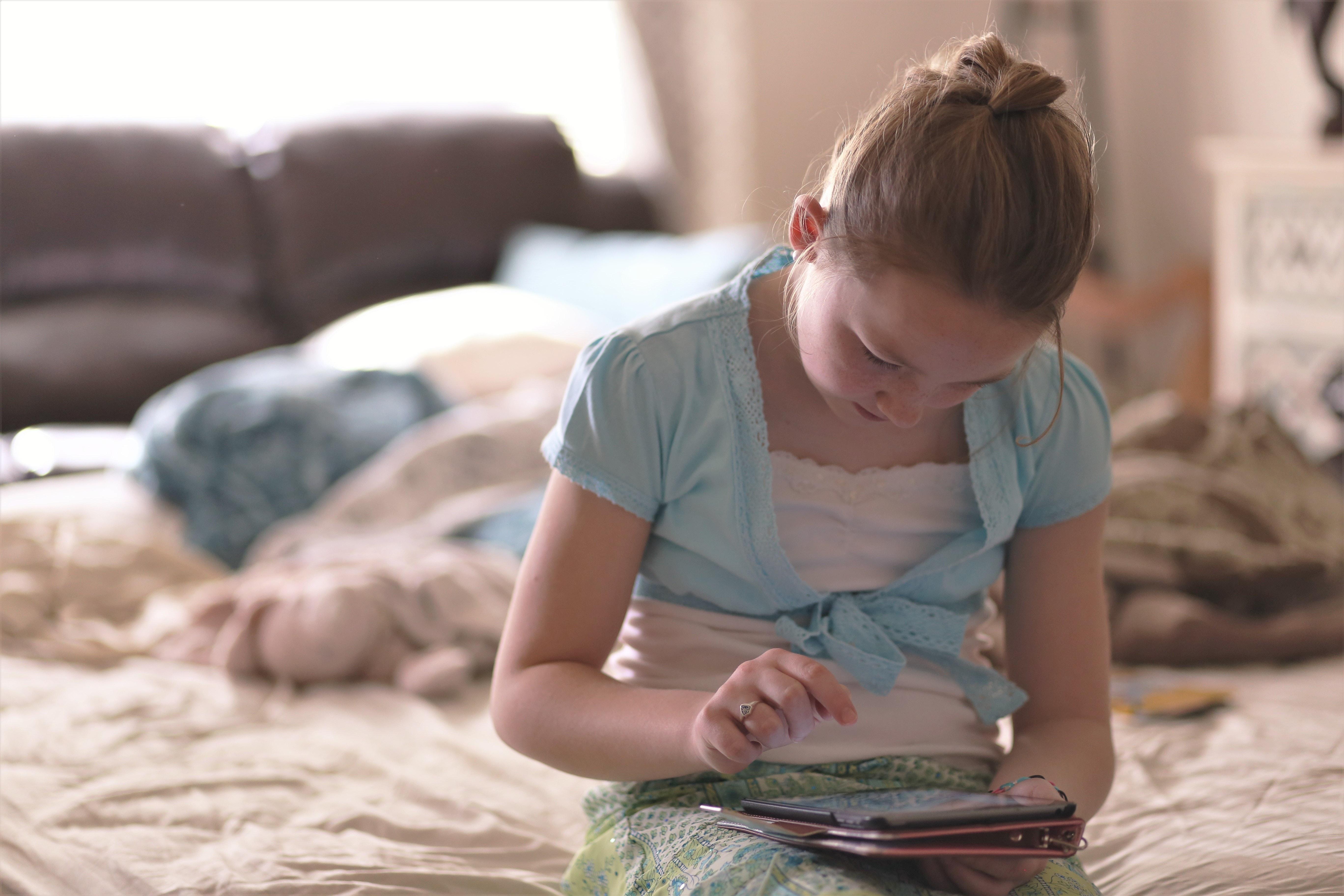 Varias horas frente a una tableta puede ser peligroso para los niños (Foto Prensa Libre: Servicios / Pexels).