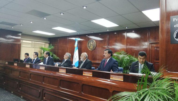 Sergio Recinos, presidente de la Junta Monetaria y Banguat informó esta noche que se emitió opinión favorable para la emisión de bonos del Tesoro que financiará el gasto público en 2021. (Foto Prensa Libre: Hemeroteca)