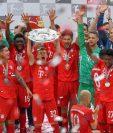 El Bayern Múnich celebra después de conquistar la Bundesliga. (Foto Prensa Libre: AFP).