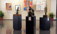 """Exposici—n de pinturas y esculturas Esencia del Colectivo Cinceles en la Sala de Exposiciones """"Carlos MŽrida"""" del Banco de Guatemala.  En imagen, parte de las pinturas y esculturas expuestas.  Fotograf'a: Mar'a ReneŽ Barrientos Gaytan"""