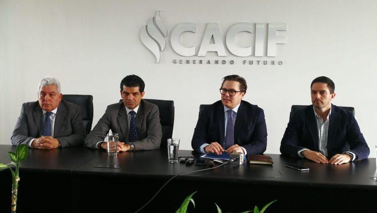 La junta directiva del Cacif se pronunció por los retrasos en el comercio. (Foto Prensa Libre: Carlos Hernández)