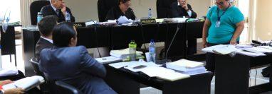 El Tribunal Décimo Tercero Penal incorporó las últimas pruebas documentales en el juicio del caso Botín en el Registro de la Propiedad. (Foto Prensa Libre: Carlos Hernández)