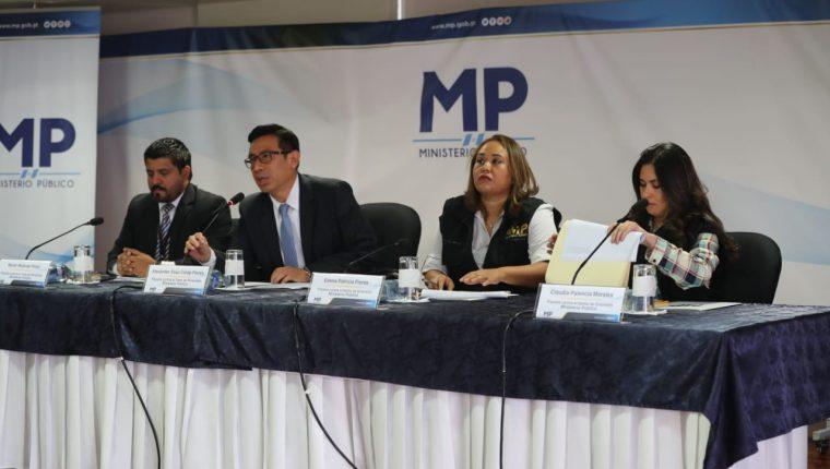 Fiscales explicaron los avances de la investigación por tráfico de personas. (Foto Prensa Libre: Érick Ávila)
