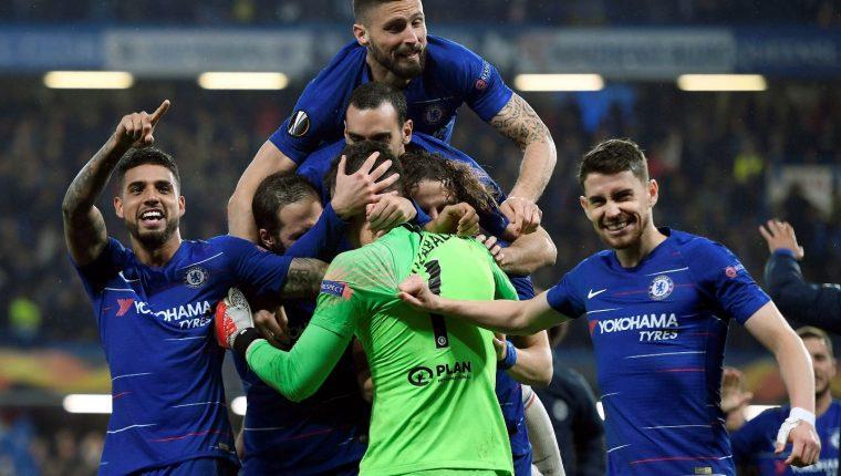 Los jugadores del Chelsea celebran la clasificación a la final de la Europa League. (Foto Prensa Libre: AFP).